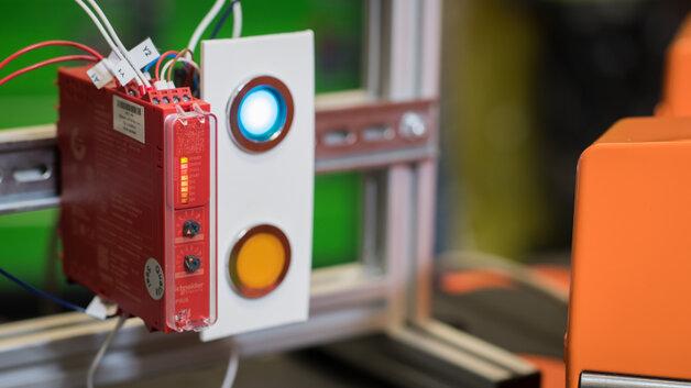 Sygnalizacja diodami LED w przekaźniku Preventa XPS Universal, źródło: ASTOR
