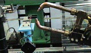 Badanie zużycia kleszczy czujnikiem optycznym – stanowisko zgrzewania z robotem IRB 6000 (prod. ABB)