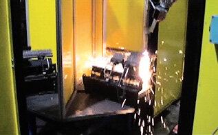 Stanowisko cięcia gazowego – robot KUKA KR5arc HW z czujnikiem laserowym wykrywającym położenie ciętych zwojów