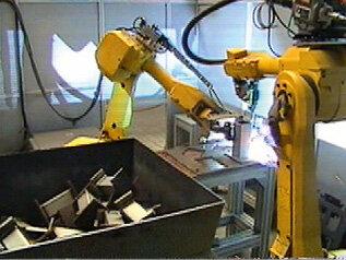 Stanowisko spawania z 2 robotami Fanuc AM120