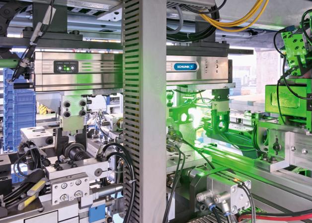 ELP firmy SCHUNK umożliwia szybki transport między stanowiskami identyfikacji elementów za pomocą kamery i geometrycznej kontroli wysokości części. Potem następuje wykrycie pęknięć powierzchni
